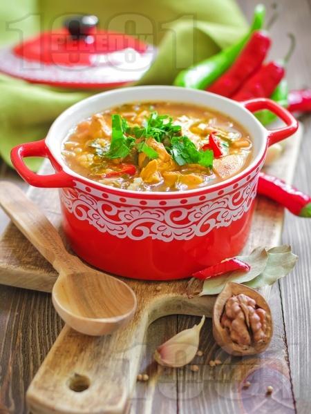 Богата пикантна пилешка супа с картофи, моркови, гъби, чушки, фиде и топла запържена застройка - снимка на рецептата